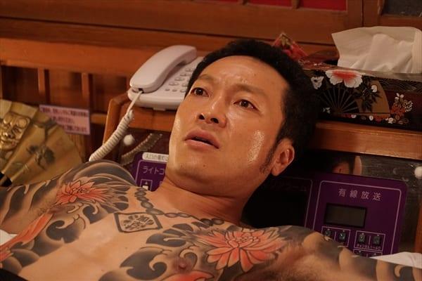 音尾琢真が全身刺青の極道に 映画『孤狼の血』新場面写真解禁