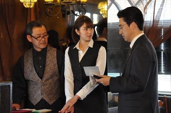 稲村亜美がウエートレス姿を披露!『警視庁・捜査一課長』でミステリードラマ初出演「震えました…」
