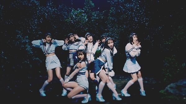 <p>AKB48「Teacher Teacher」&copy;AKS/キングレコード</p>