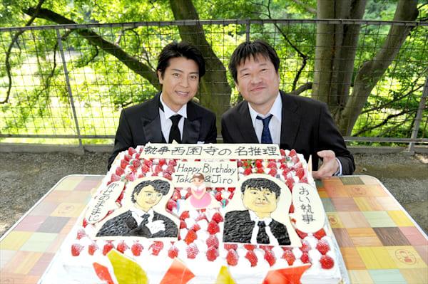 誕生日が一緒!上川隆也&佐藤二朗を似顔絵ケーキでお祝い