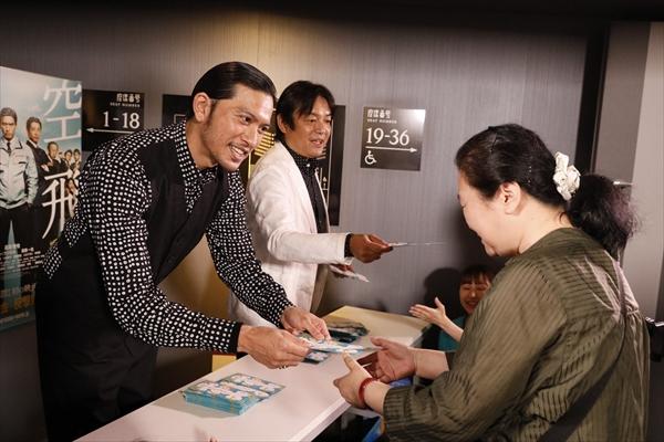 長瀬智也がサプライズでお出迎え!「空飛ぶタイヤ」大ヒットイベント