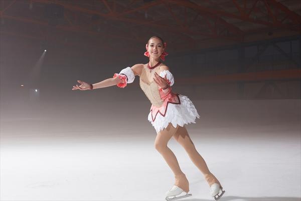 アリーナ・ザギトワが「まどマギ」まどか風衣装で華麗に舞う!
