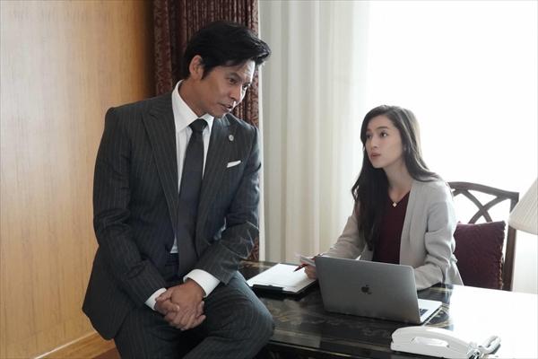 中村アンが織田裕二のスーパー秘書役に挑戦!『SUITS/スーツ』