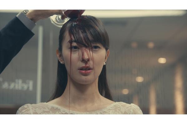 宮本茉由、赤ワインを頭からぶっかけられる…『リーガルV』で体当たりシーンに挑戦