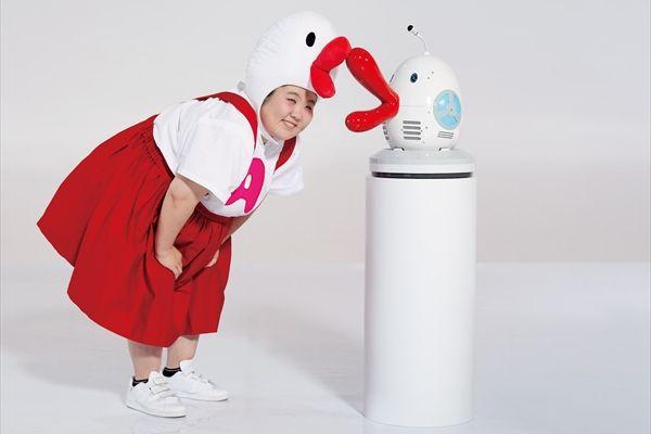 1000のギャグを持つロボット型AIハチエモン完成に酒井藍が熱視線「私の週に新喜劇に来て」