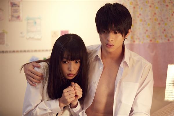 平野紫耀が桜井日奈子を抱き寄せる!「ういらぶ。」新場面写真解禁