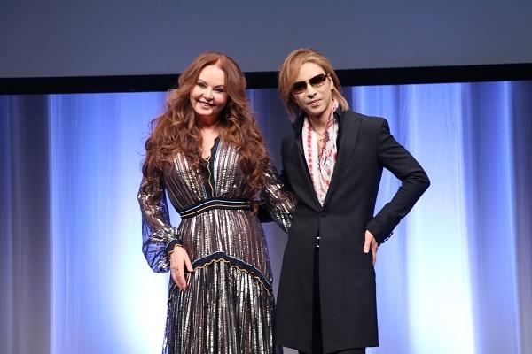 <p>YOSHIKI×サラ・ブライトマン、奇跡の共演で「Miracle」を日本初披露</p>