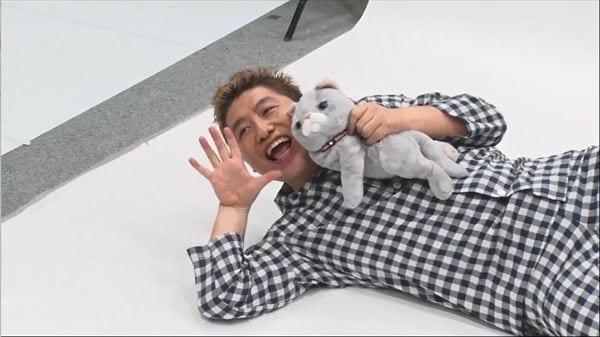 吉田豪、カレンダー撮影でアイドル顔負けポーズ&パジャマショットも!?