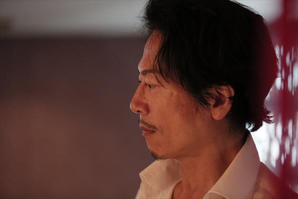 怪演・三上博史『LOVEHOTELに於ける情事とPLANの涯て』追加場面写真解禁