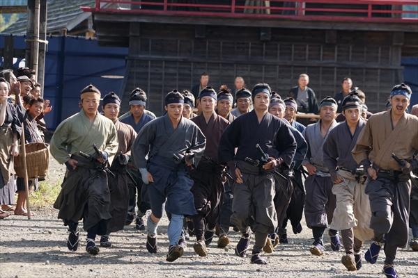 佐藤健、小松菜奈、森山未來、染谷将太らがついに走り出す!『サムライマラソン』本編映像解禁