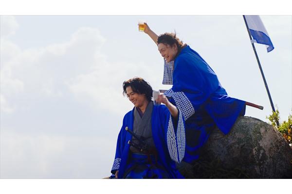 稲垣吾郎&香取慎吾が侍姿で「生きてるー!」