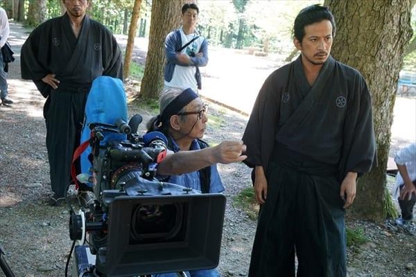 岡田准一、木村大作監督の思いに男泣き「散り椿」BD&DVD特典映像一部公開