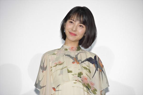 浜辺美波のかわいい天然ミスに会場爆笑!「映画 賭ケグルイ」公開