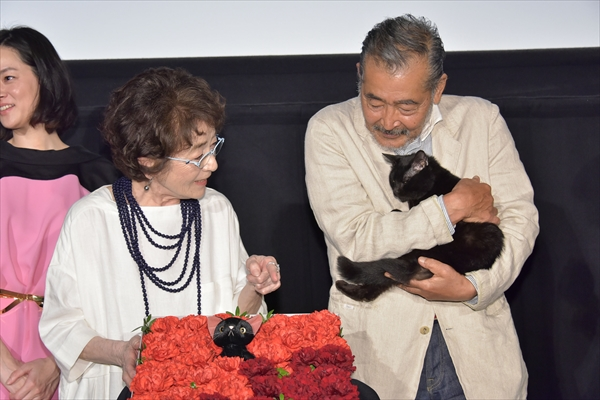"""黒猫""""チビ""""も公開をお祝い!「初恋~お父さん、チビがいなくなりました」"""