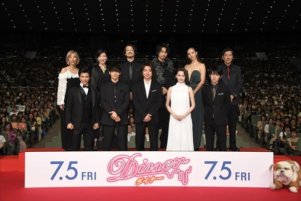 藤原竜也「僕とティナ以外全員ブッ飛んでる」映画「Diner ダイナー」ジャパンプレミア