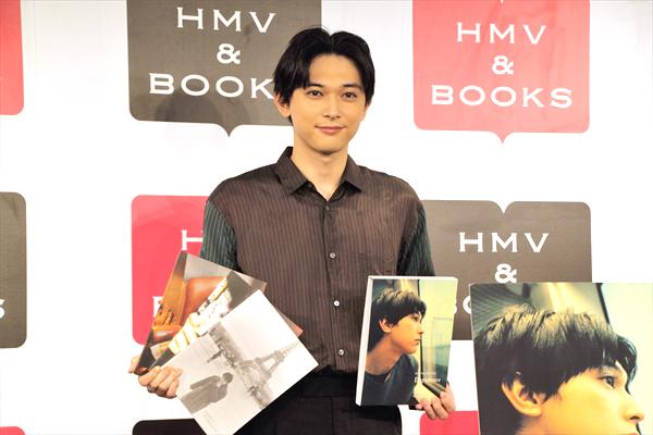 吉沢亮「何も飾ってない自分をただ撮ってもらった」『吉沢亮 写真展 2019』開催