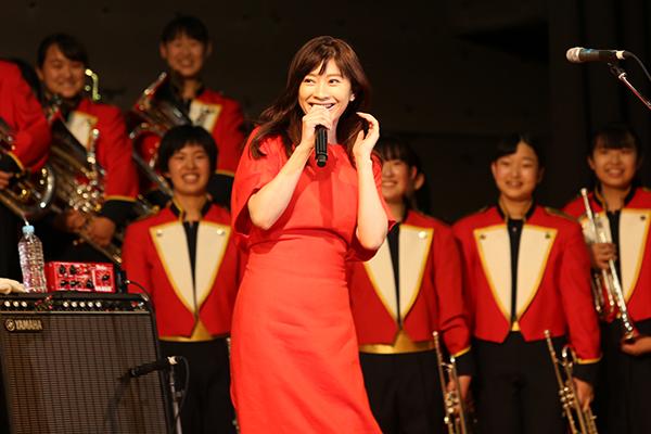 篠原涼子「すごい鳥肌たった」フレンズ&高校生の主題歌コラボに感激