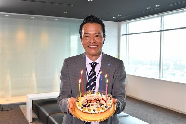 """遠藤憲一「すっかりオヤジになりました」58歳の誕生日を""""フォトケーキ""""でサプライズ祝福"""