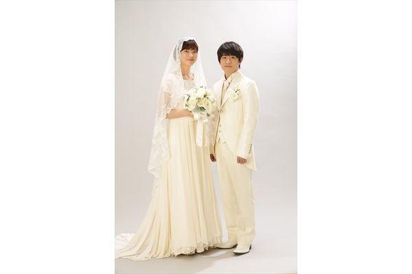 幸せ2ショット!朝顔(上野樹里)&桑原(風間俊介)の結婚写真公開『監察医 朝顔』