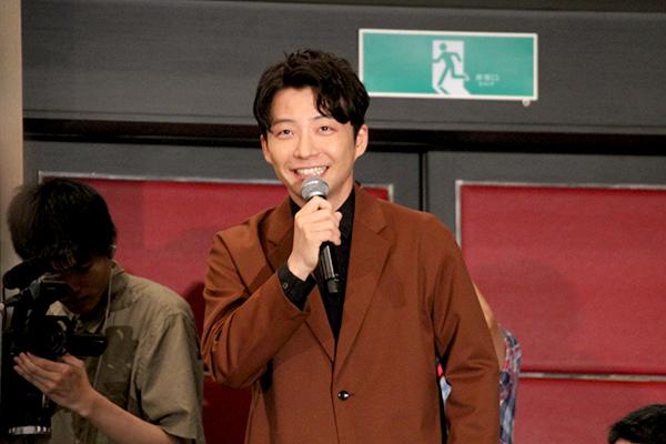 星野源が客席からサプライズ登場「東京都から来た星野源です!」