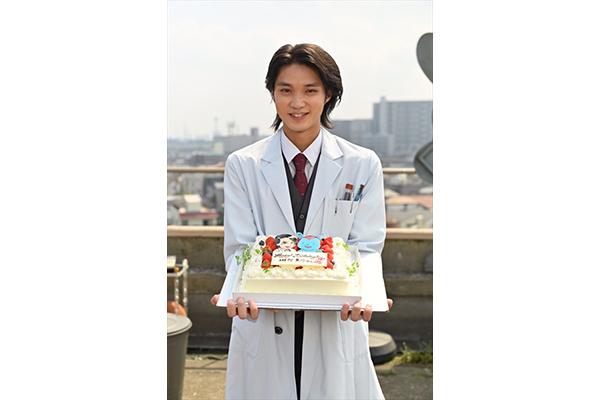磯村勇斗、27歳のBDケーキはそーぶさん「時効警察、頑張って盛り上げていきます!!」