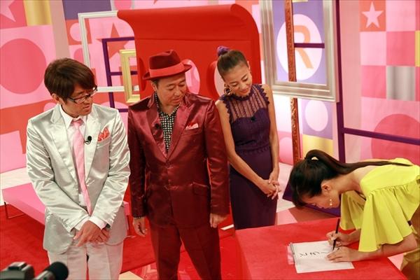 """『トゥルさま☆』小島瑠璃子の""""とろ~り""""をめくってみると…"""
