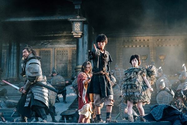 山﨑賢人、吉沢亮、長澤まさみが中国ロケの舞台裏を語る!「キングダム」メイキング映像一部公開