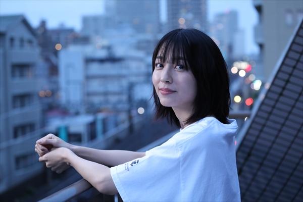 小島梨里杏、岩井拳士朗がDOBERMAN INFINITYの新曲「ずっと」MVに出演