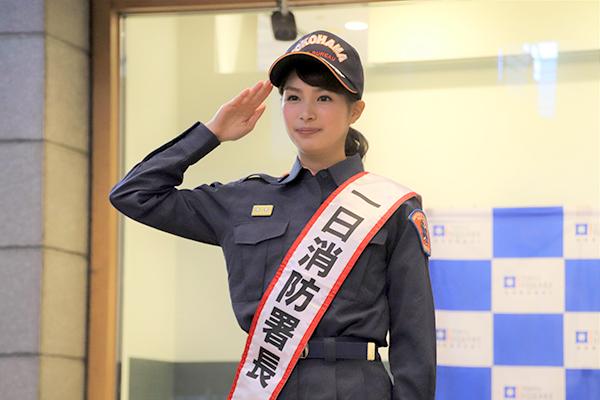 関水渚が『4マリ』衣装で一日消防署長に!