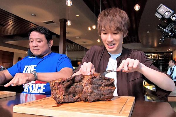 SixTONESジェシーがラスベガスNo.1の巨大ステーキに挑む!『世界くらべてみたら』11・20放送