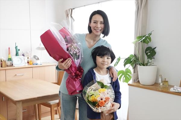 中谷美紀が息子役・寺田心と笑顔で撮了!『ハル~総合商社の女~』