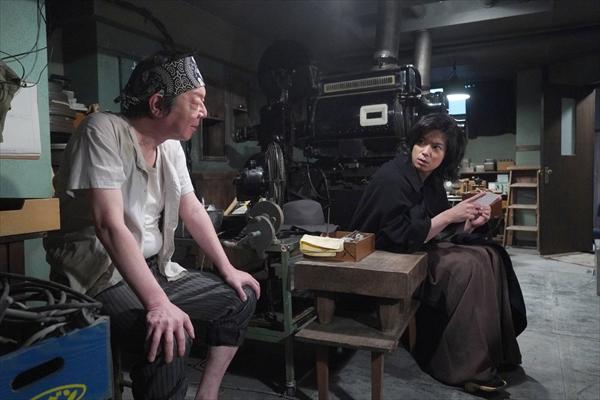 古田新太「加藤君がハンサムでビックリした」加藤シゲアキ主演『悪魔の手毬唄』に出演