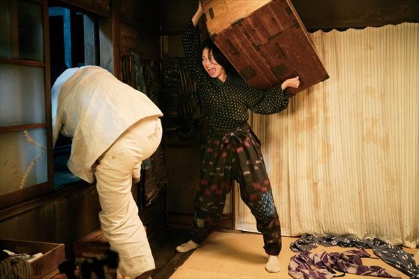 映画『グッドバイ~』大泉洋VS小池栄子のドタバタ大乱闘劇本編映像公開中