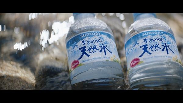 宇多田ヒカル出演「サントリー天然水」新CM