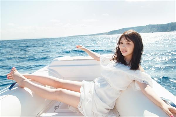 与田祐希2nd写真集『無口な時間』