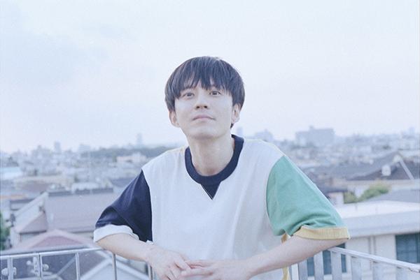 """<span class=""""title"""">渋谷すばる 青空のもと草原でバンドメンバーと共に奏でる「風のうた」MV公開</span>"""