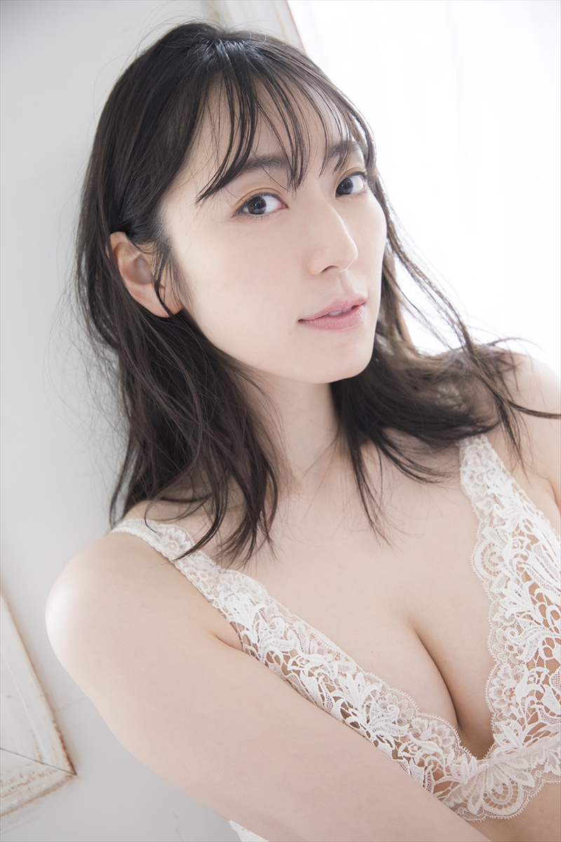『松井咲子1st写真集 咲子』©KADOKAWA©MATSUI SAKIKO©SOMEDAY PHOTO/TANAKA TOMOHISA