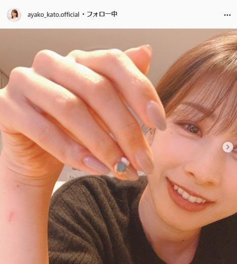 "<span class=""title"">加藤綾子のセルフネイルに絶賛の声「綺麗な手」「かわいらしいです」</span>"
