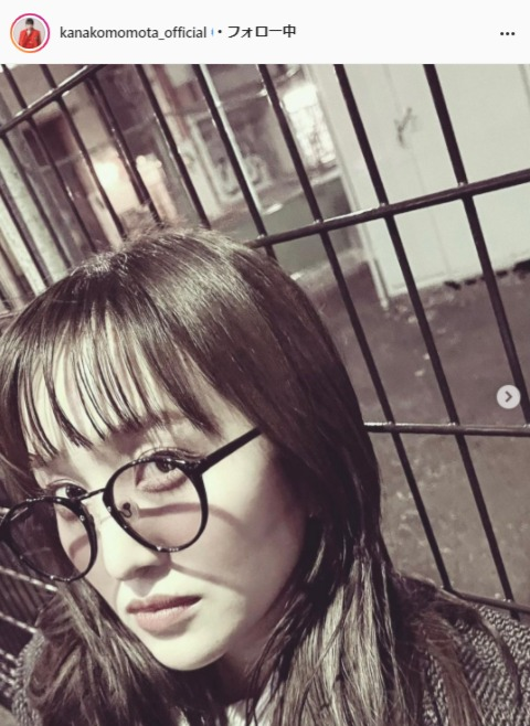 "<span class=""title"">ももクロ・百田夏菜子のモノトーン×眼鏡ショットにファンうっとり「オ、オサレ上級者…」「可愛くてニヤニヤ」</span>"
