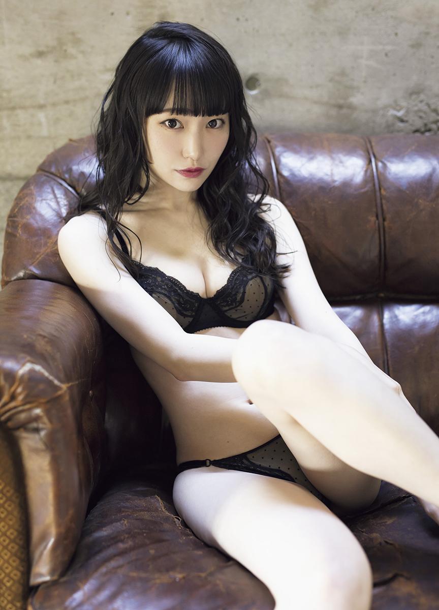 "<span class=""title"">呪い系アイドル「じゅじゅ」ゆらね、美肌映える黒ランジェリー姿を披露</span>"