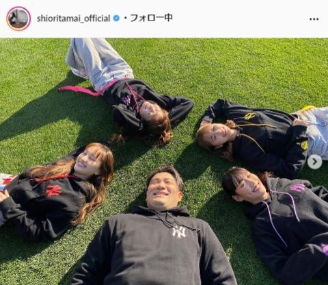 ももいろクローバーZ・玉井詩織公式Instagram(shioritamai_official)より