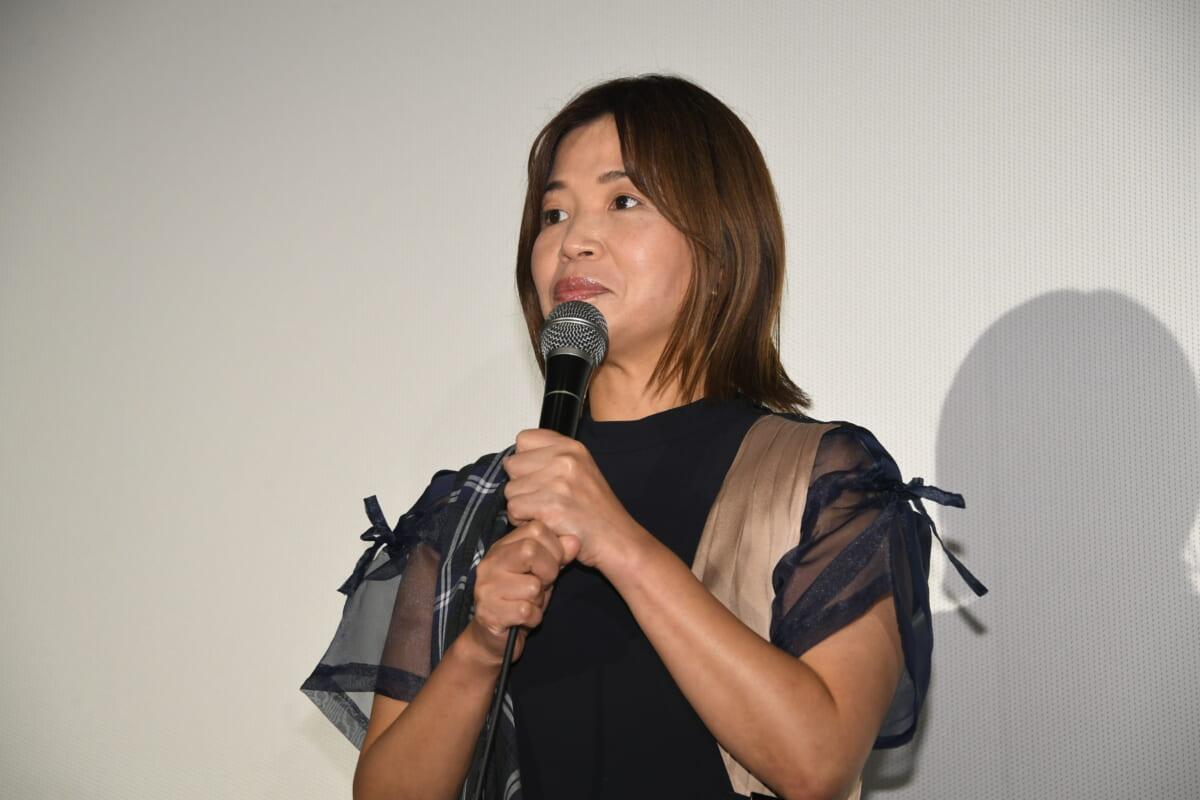 大久保佳代子©2021 映画『浜の朝日の嘘つきどもと』製作委員会