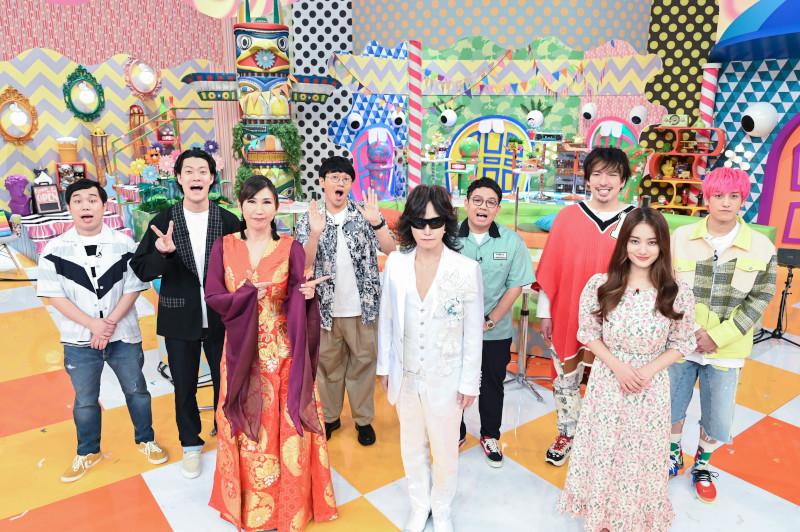 『霜降りミキXIT』前列左から高橋洋子、Toshl、谷まりあ 後列左から霜降り明星(せいや、粗品)、ミキ(亜生、昂生)、EXIT(りんたろー。、兼近大樹)