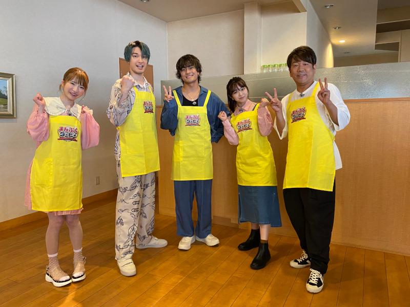 左からもえのあずき、ジェシー(SixTONES)、森本慎太郎(SixTONES)、峯岸みなみ、藤本敏史(FUJIWARA)