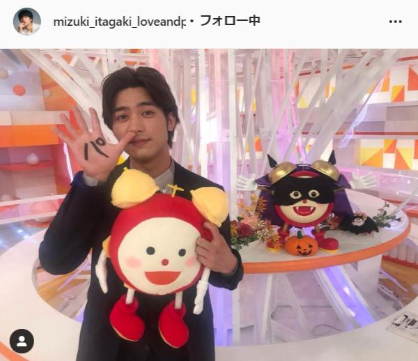 板垣瑞生公式Instagram(mizuki_itagaki_loveandpeace)より